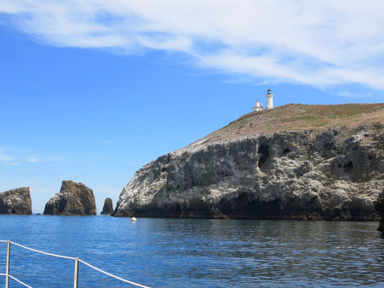 Go to Anacapa Landing Cove with Capt. Dan Ryder and Sail Channel islands.